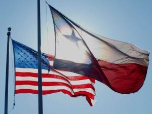 Texasflagamericanflagflickr640x480